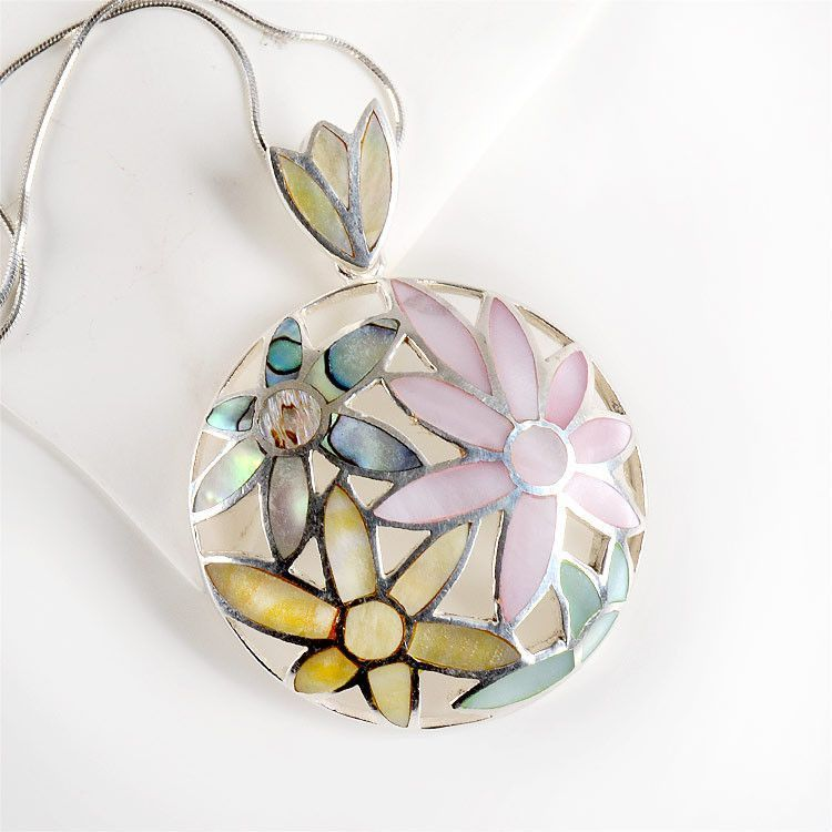 Mother of Pearl Flowers Pendant
