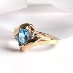Stunning Blue Topaz Ring - 10K Gold