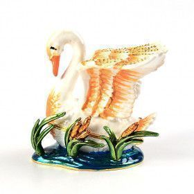 Swan in Pond Keepsake Box