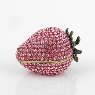 strawberry trinket box from The Russian Store