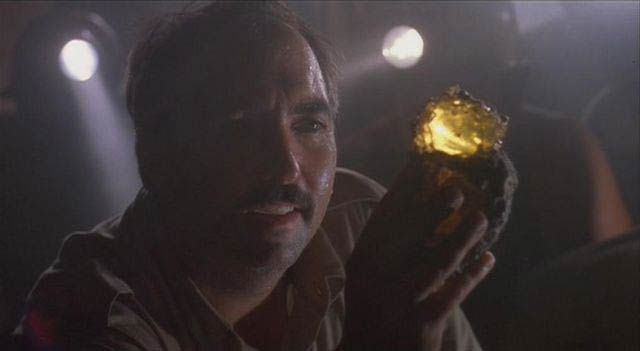 Jurassic Park Screenshot of Juanito Rostagno Holding Amber